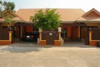 Baan Suan Neramit houses Продажа в  Восточная Паттайя