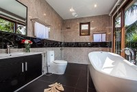 Beverly Thai House Pool Villa 835727