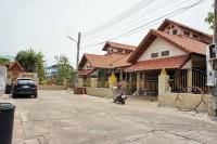 Eakmongkol Village 5 дома Продажа в  Джомтьен