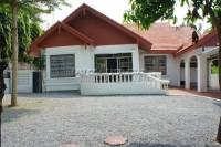 House  in Pratumnak Soi 6 houses Продажа в  Пратамнак