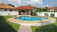 Lakeside Estate 769713
