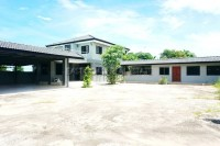 Private House in Soi Sang Petcharat houses Продажа в  Восточная Паттайя
