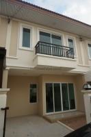 Sansuk Town houses Продажа в  Восточная Паттайя