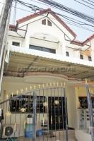 Sukhumvit Townhouse  Продажа в  Центральная Паттайя