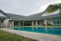 Takien Tia Luxury houses Продажа в  Восточная Паттайя