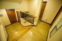 The Loft Suite Apartments 729312