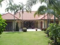 Whispering Palms houses Для продажи и для аренды в  Восточная Паттайя
